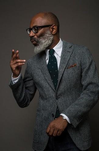 Comment porter: blazer en laine à chevrons gris, chemise de ville blanche, pantalon de costume en laine noir, cravate en laine á pois vert foncé