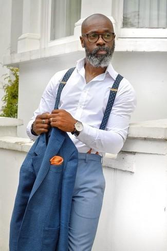 Comment porter: blazer à carreaux bleu, chemise de ville blanche, pantalon de costume bleu clair, pochette de costume á pois orange