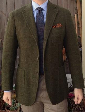 Comment porter: blazer en laine olive, chemise de ville bleu clair, pantalon de costume marron clair, cravate imprimée cachemire bleu marine