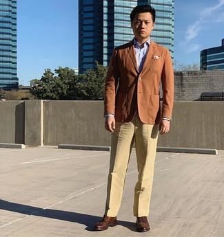 Comment porter: blazer tabac, chemise de ville bleu clair, pantalon de costume marron clair, chaussures brogues en cuir marron