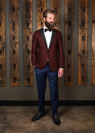 Comment porter: blazer en laine bordeaux, chemise de ville blanche, pantalon de costume bleu marine, chaussures richelieu en cuir noires