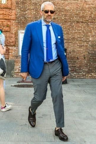 Comment porter un blazer avec une chemise de ville: Opte pour un blazer avec une chemise de ville pour un look pointu et élégant. Une paire de des chaussures brogues en cuir pourpre foncé est une option judicieux pour complèter cette tenue.