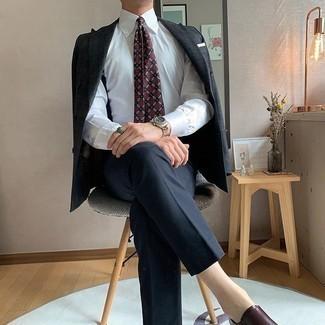 Comment porter des double monks en cuir marron foncé: Essaie de marier un blazer écossais bleu marine avec un pantalon de costume bleu marine pour dégager classe et sophistication. Complète ce look avec une paire de des double monks en cuir marron foncé.