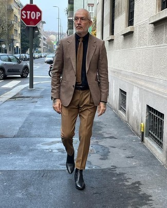 Tendances mode hommes: Pense à harmoniser un blazer à carreaux marron avec un pantalon de costume marron pour une silhouette classique et raffinée. Une paire de bottines chelsea en cuir noires est une option judicieux pour complèter cette tenue.