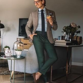 Comment porter des lunettes de soleil transparentes: Pour une tenue aussi confortable que ton canapé, essaie d'harmoniser un blazer en laine écossais marron clair avec des lunettes de soleil transparentes. Une paire de slippers en daim marron rendra élégant même le plus décontracté des looks.