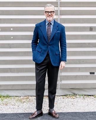 Comment porter un pantalon de costume en laine noir: Essaie d'harmoniser un blazer en laine bleu avec un pantalon de costume en laine noir pour un look pointu et élégant. Une paire de mocassins à pampilles en cuir marron est une option avisé pour complèter cette tenue.
