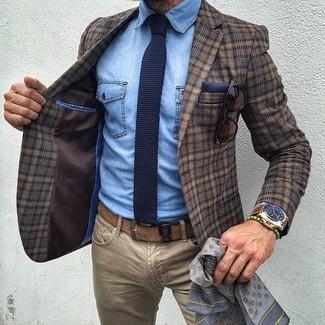 Pour une tenue de tous les jours pleine de caractère et de personnalité pense à harmoniser une chemise en jean avec un jean brun clair.