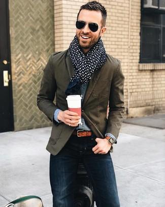 Comment porter: blazer en coton olive, chemise en jean bleue, jean skinny bleu marine, écharpe en coton imprimée cachemire bleu marine