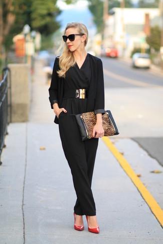 Pense à harmoniser un blazer noir avec une combinaison pantalon noire Stella McCartney pour un déjeuner le dimanche entre amies. Ajoute une paire de des escarpins en cuir rouges à ton look pour une amélioration instantanée de ton style.