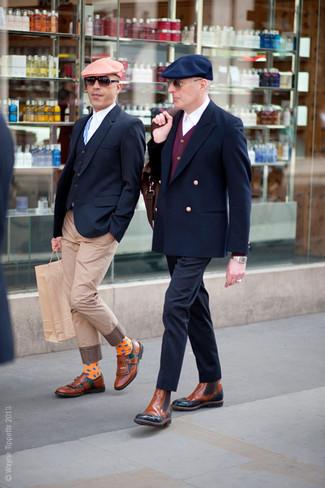 Comment porter: blazer croisé bleu marine, cardigan bordeaux, chemise de ville blanche, pantalon chino bleu marine