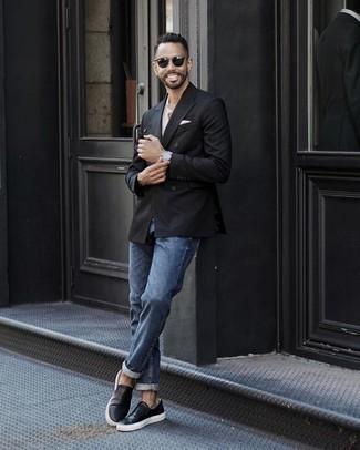 Comment porter une pochette de costume blanche: Associe un blazer croisé noir avec une pochette de costume blanche pour une tenue idéale le week-end. Une paire de des baskets à enfiler en cuir noires s'intégrera de manière fluide à une grande variété de tenues.