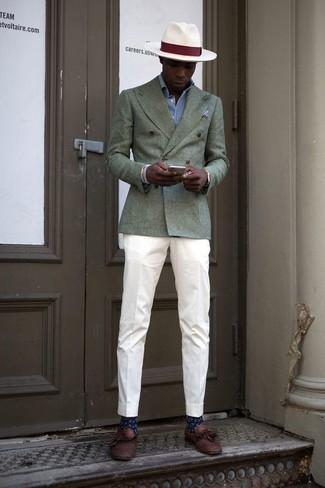 Comment porter une montre dorée: Essaie de marier un blazer croisé olive avec une montre dorée pour un déjeuner le dimanche entre amis. Jouez la carte classique pour les chaussures et complète cet ensemble avec une paire de des mocassins à pampilles en cuir marron.