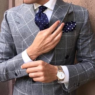 Comment porter: blazer croisé à carreaux gris, chemise de ville blanche, cravate á pois bleu marine, pochette de costume à fleurs bleu marine