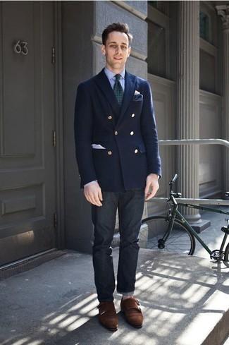 Comment porter une cravate imprimée vert foncé: Pense à porter un blazer croisé bleu marine et une cravate imprimée vert foncé pour un look classique et élégant. Pourquoi ne pas ajouter une paire de des double monks en daim marron foncé à l'ensemble pour une allure plus décontractée?