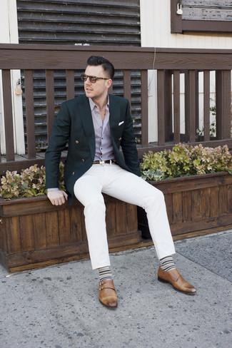 Comment porter: blazer croisé noir, chemise de ville violet clair, pantalon chino blanc, double monks en cuir marron