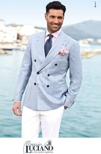 Comment porter: blazer croisé bleu clair, chemise de ville rose, pantalon chino blanc, cravate á pois bleu marine et blanc