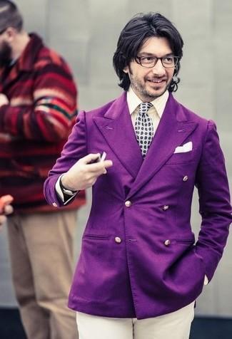 Comment porter: blazer croisé pourpre, chemise de ville à rayures verticales beige, pantalon chino beige, cravate á pois grise