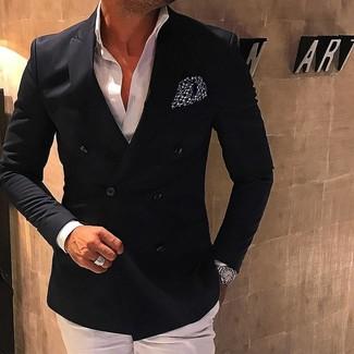 Comment porter: blazer croisé noir, chemise de ville blanche, pantalon de costume blanc, pochette de costume á pois noire et blanche