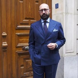 Comment porter: blazer croisé bleu marine, chemise de ville bleu clair, pantalon de costume bleu marine, cravate bleu marine