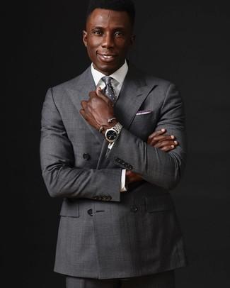 Comment porter: blazer croisé gris, chemise de ville blanche, pantalon de costume gris, cravate á pois grise