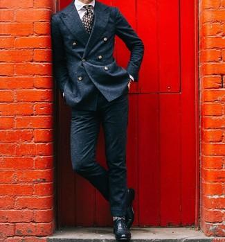 Comment porter un blazer croisé en laine bleu marine: Marie un blazer croisé en laine bleu marine avec un pantalon de costume en laine bleu marine pour une silhouette classique et raffinée. Jouez la carte décontractée pour les chaussures et assortis cette tenue avec une paire de des chaussures brogues en cuir noires.