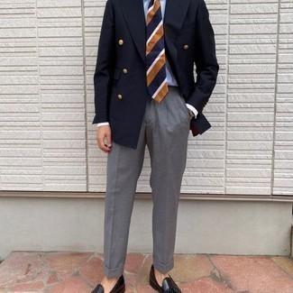 Comment porter une montre argentée: Pense à associer un blazer croisé bleu marine avec une montre argentée pour obtenir un look relax mais stylé. Jouez la carte classique pour les chaussures et fais d'une paire de mocassins à pampilles en cuir noirs ton choix de souliers.