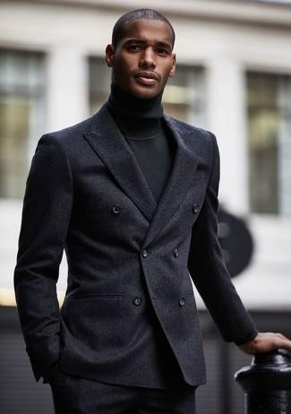 Comment porter: blazer croisé en laine gris foncé, pull à col roulé noir, pantalon de costume en laine gris foncé