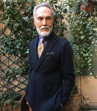 Comment porter: blazer croisé noir, chemise de ville à rayures verticales violette, cravate imprimée orange, pochette de costume á pois bleu marine