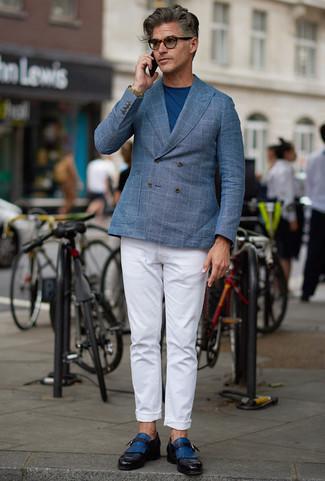 Comment porter une montre en cuir olive: Porte un blazer croisé à carreaux bleu clair et une montre en cuir olive pour une tenue relax mais stylée. Rehausse cet ensemble avec une paire de des monks en cuir bleus.