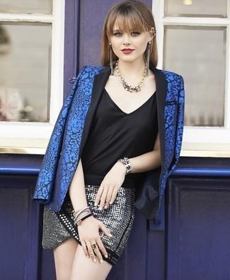 Comment porter: blazer à fleurs bleu, débardeur en soie noir, minijupe pailletée argentée, collier doré