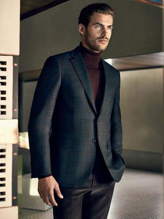 Comment porter: blazer écossais vert foncé, pull à col roulé marron foncé, pantalon de costume en velours noir