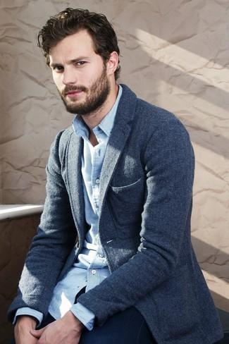 Tenue de Jamie Dornan: Blazer en laine bleu marine, Chemise à manches longues en vichy blanc et bleu, Jean bleu marine