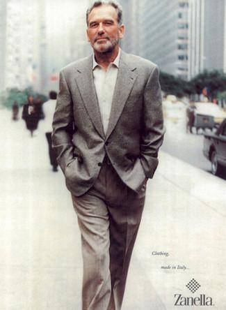 Comment porter: blazer en laine gris, chemise à manches longues beige, pantalon de costume gris