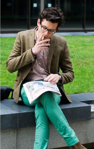 Comment porter: blazer en laine olive, chemise à manches longues à fleurs rose, pantalon chino vert menthe