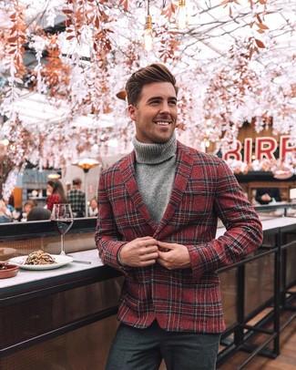 Comment porter: blazer en laine écossais rouge, pull à col roulé gris, pantalon de costume en laine gris foncé