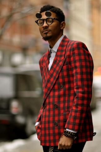 Comment porter: blazer en vichy rouge, chemise à manches longues en vichy blanche et noire