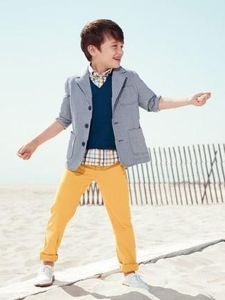 Comment porter: blazer gris, gilet bleu marine, chemise à manches courtes écossaise blanche, pantalon jaune