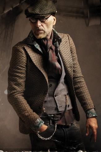 Comment porter: blazer à chevrons marron foncé, gilet gris, chemise à manches longues à fleurs vert foncé, jean noir