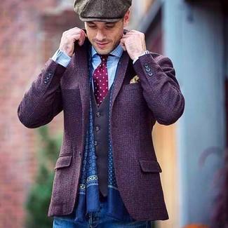 Comment porter: blazer en laine violet, gilet gris foncé, chemise à manches longues à carreaux bleu clair, jean bleu