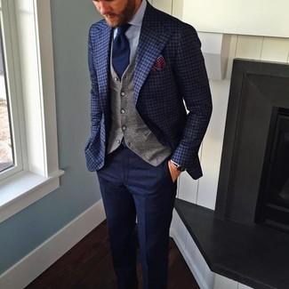 Tenue: Blazer à carreaux bleu marine, Gilet gris, Chemise de ville bleu clair, Pantalon de costume en laine bleu marine