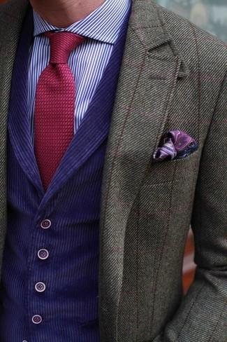 Comment porter: blazer en laine à carreaux olive, gilet violet, chemise de ville à rayures verticales violette, cravate en tricot rouge