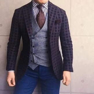 Comment porter: blazer en laine à carreaux marron foncé, gilet en laine écossais gris, chemise de ville à rayures verticales blanche et noire, pantalon de costume bleu marine