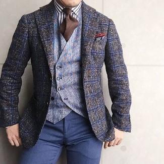 Comment porter: blazer en laine à carreaux olive, gilet en laine bleu clair, chemise de ville à rayures verticales blanche et noire, pantalon de costume bleu marine