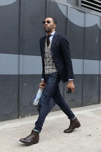 Comment porter: blazer noir, gilet en laine écossais gris, chemise de ville blanche, jean skinny noir
