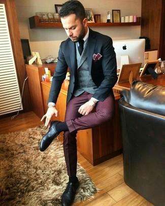Comment porter: blazer noir, gilet en laine gris, chemise de ville blanche, pantalon de costume à carreaux bordeaux