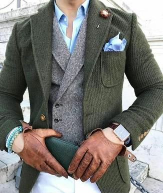 Comment porter un pantalon chino blanc: Harmonise un blazer en laine vert foncé avec un pantalon chino blanc pour achever un look habillé mais pas trop.