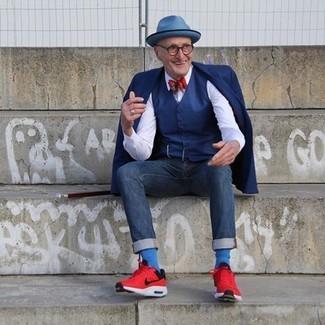 Comment porter: blazer bleu marine, gilet bleu marine, chemise de ville blanche, jean bleu marine