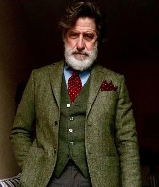 Comment porter: blazer en laine à chevrons olive, gilet en laine olive, chemise de ville bleu clair, pantalon de costume en laine marron foncé