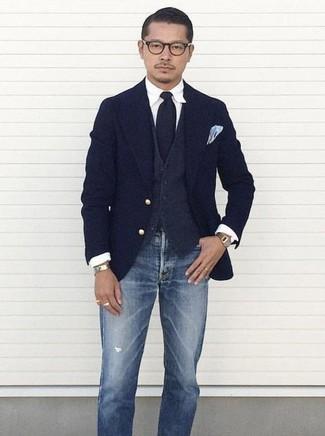 Comment porter: blazer en laine bleu marine, gilet en laine gris foncé, chemise de ville blanche, jean déchiré bleu