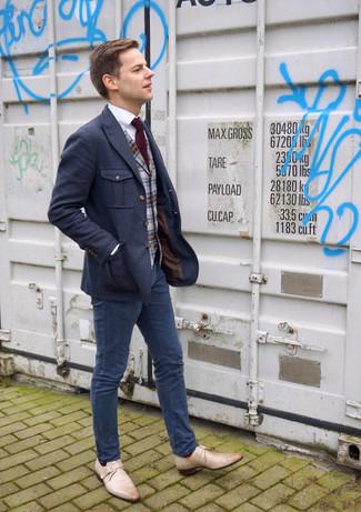 Comment porter: blazer en laine bleu marine, gilet en laine écossais gris, chemise de ville blanche, pantalon chino bleu marine